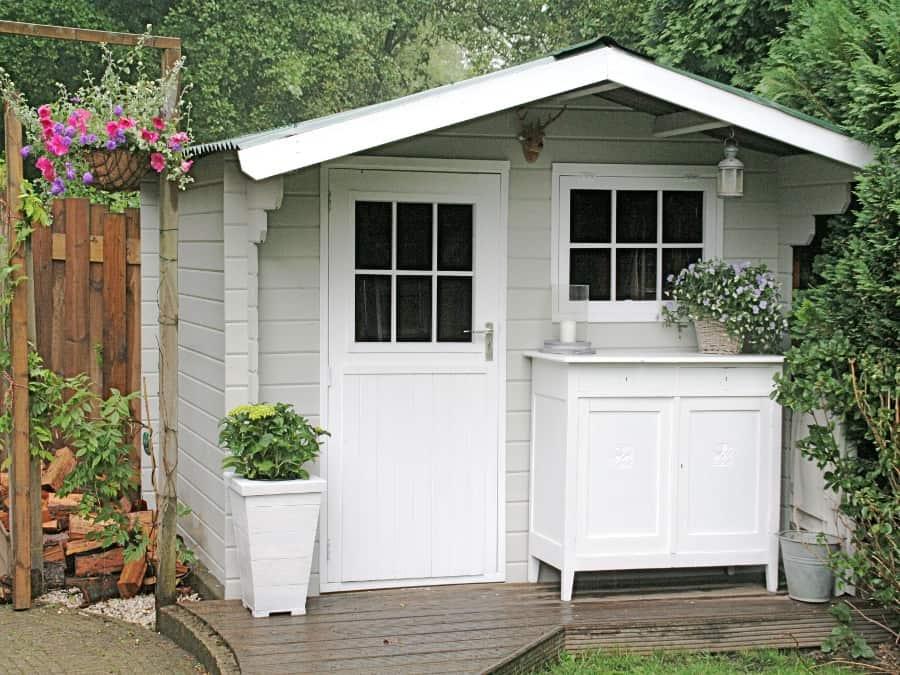 Tuinhuis verven tuinhuisje verven met moose f rg simpel en mooi - Verf een houten plafond ...