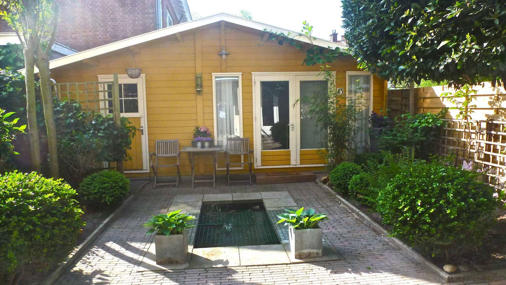 Buitenkant huis verven kleur: tuinhuis verven tuinhuisje met moose ...