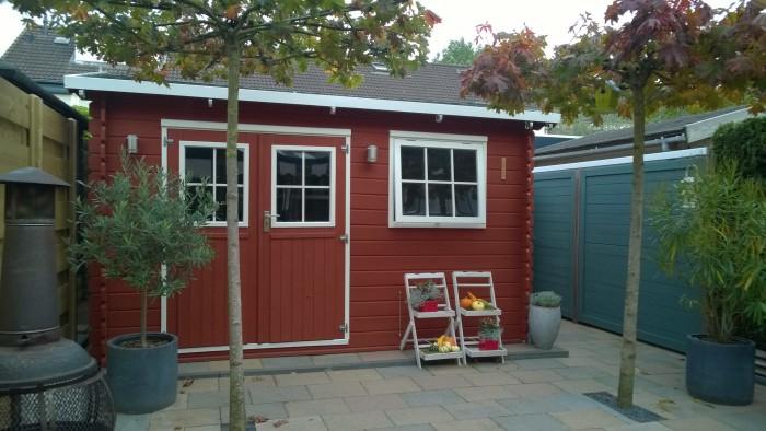 falu röd tuinhuis en bohus blå schutting