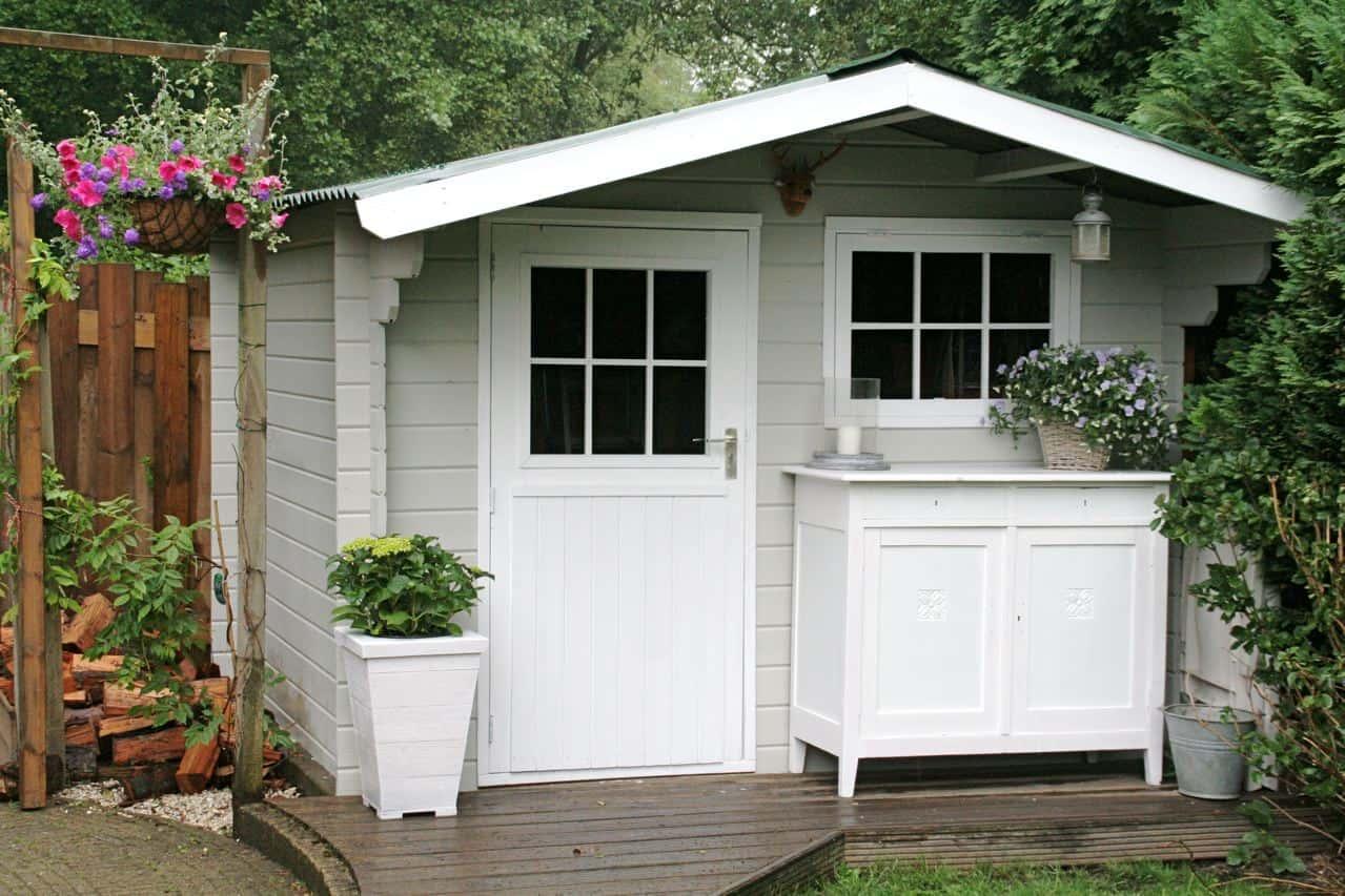 Tuinhuis verven tuinhuisje verven met moose f rg simpel en mooi - Meubels om zelf te schilderen zelfs ...