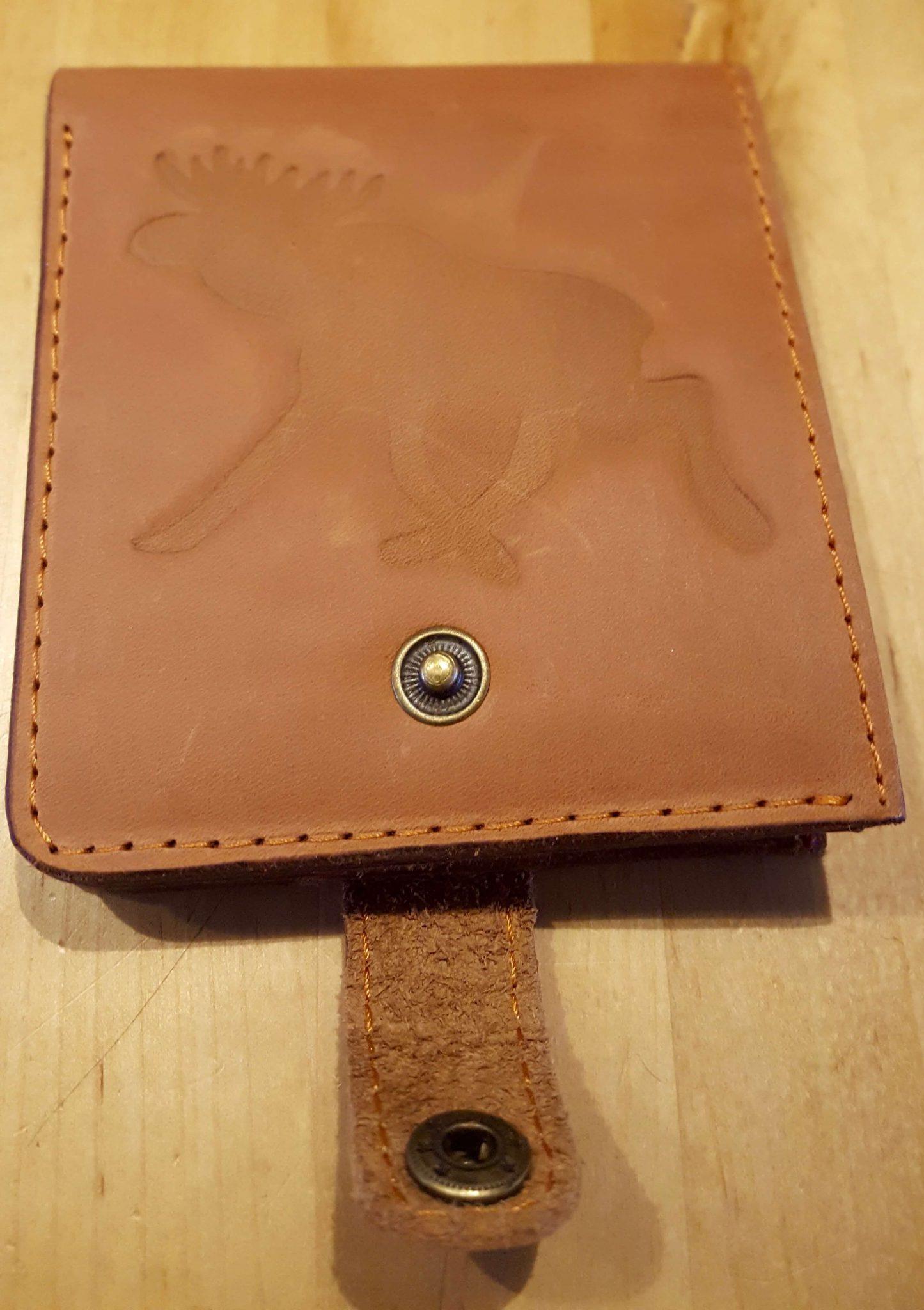 467daa9f46a Eland portemonnee (echt leer) - Matte houtverf uit Zweden Moose Färg