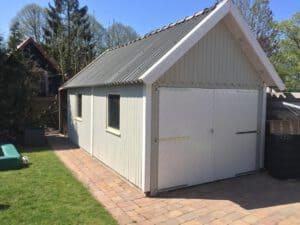 Grijze garage verven