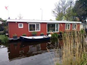 Woonboot schilderen Zweeds rood