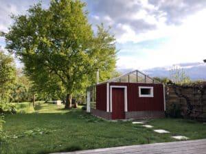 Sauna geschilderd in Zweeds rood