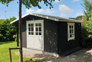 Geimpregneerd tuinhuis verven matte zwarte beits