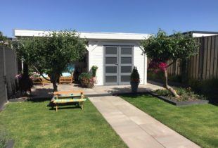 Wit tuinhuis verven in ral 9010 Grädde