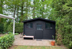 Tuinhuis/schuur verven in zwart