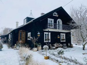 Houten huis zwart verven Duitsland