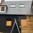 Houten huis zwart verven schilderen